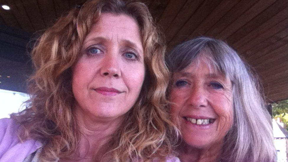 Caren Brown a Linda Brown