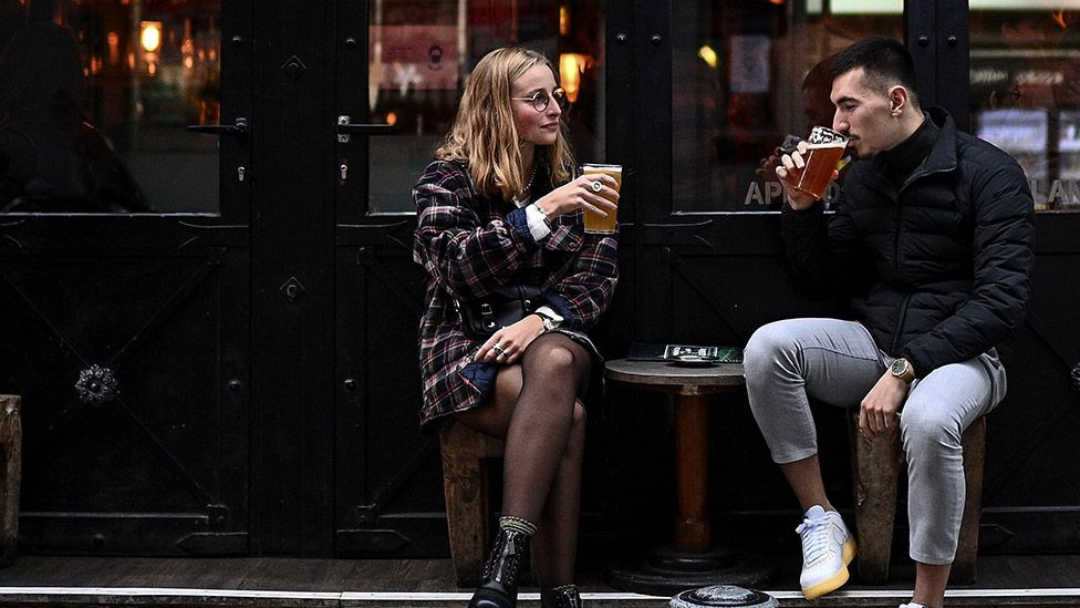 Bars in Paris must close from Tuesday for two weeks under new coronavirus restrictions