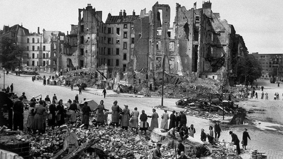 Civilians clearing rubble in Berlin 1945