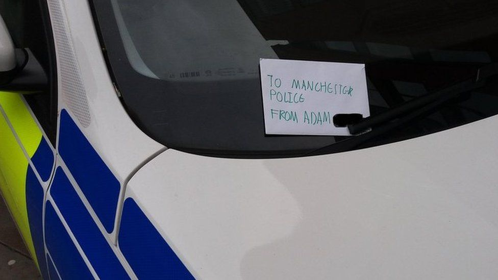 Manchester Arndale stabbings: Boy leaves thank-you note to police