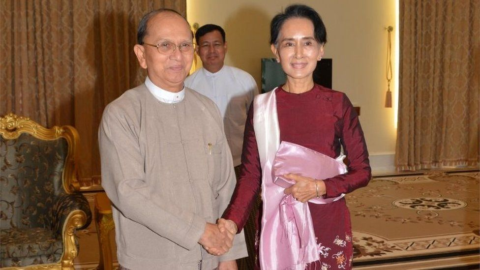 Outgoing Myanmar President Thein Sein and Aung San Suu Kyi shake hands in Nay Pyi Taw (2 Dec 2015)