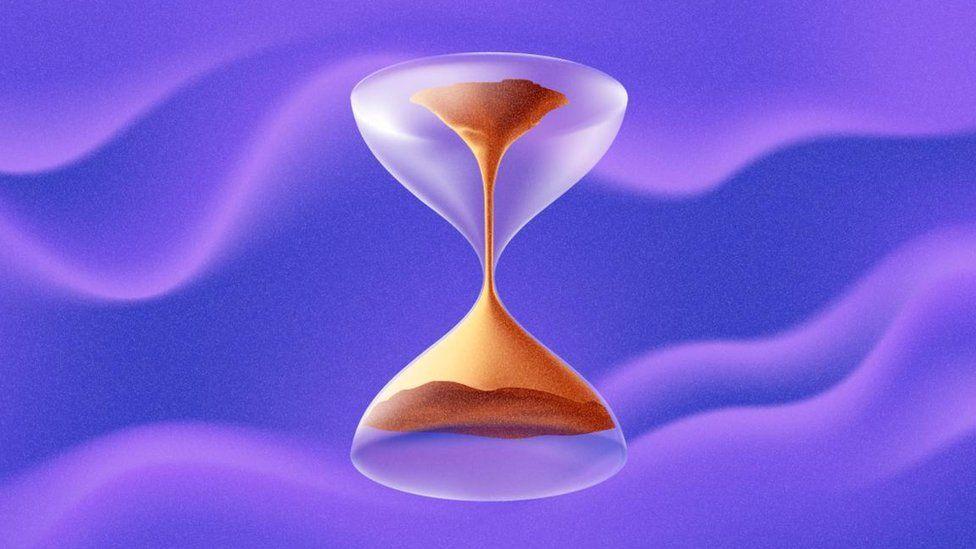 Cómo científicos lograron que el tiempo fluyera hacia atrás (con una computadora cuántica)