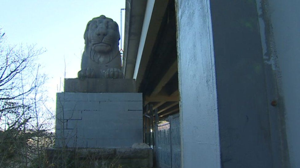 Campaigners say the lions are hidden from view and should be raised up
