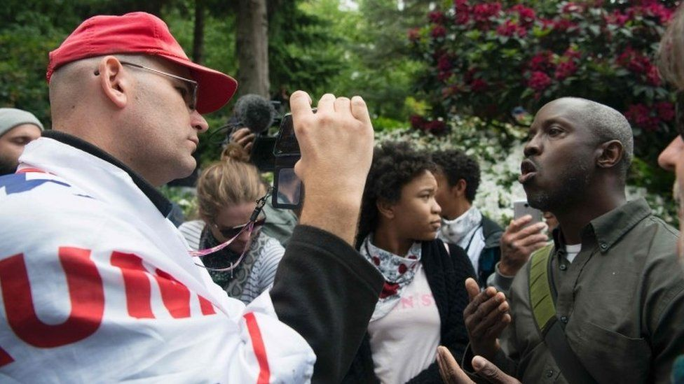 A Trump supporter (left) debates with an opponent of the president (right) during a pro-Trump rally at Terry Schrunk Plaza in Portland (04 June 2017)