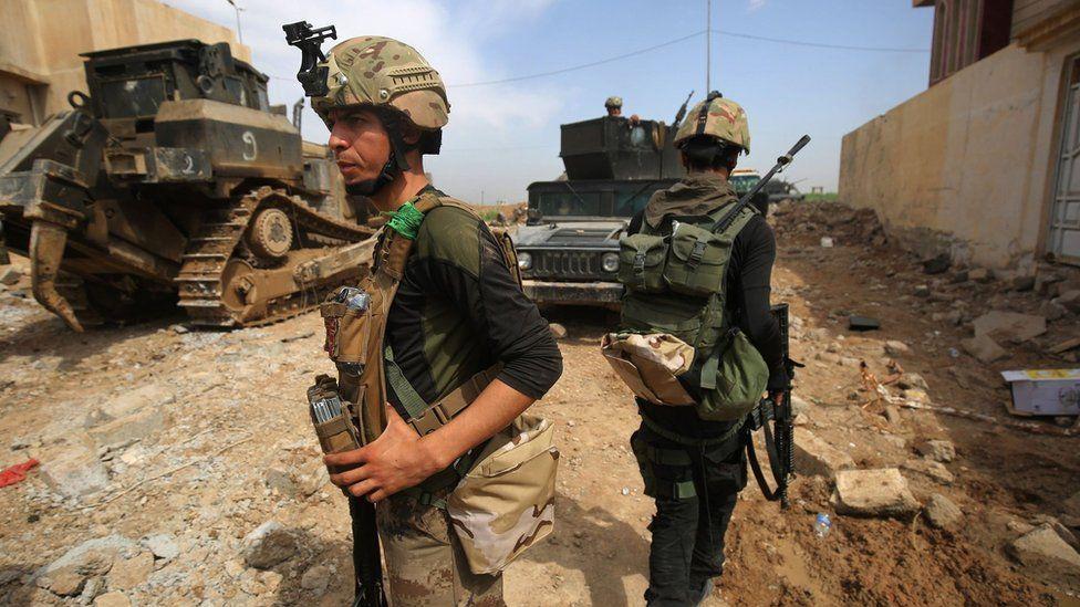 Members of elite Counter-Terrorism Service in the al-Islah al-Zaraye area of western Mosul on 10 May 2017