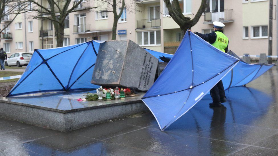 Henryk Jankowski's statue was pulled down in February 2019, years after an abuse case against him was dropped