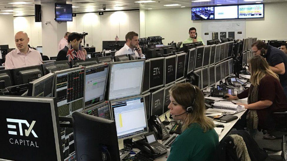 Traders at ETX, 7 October 2016