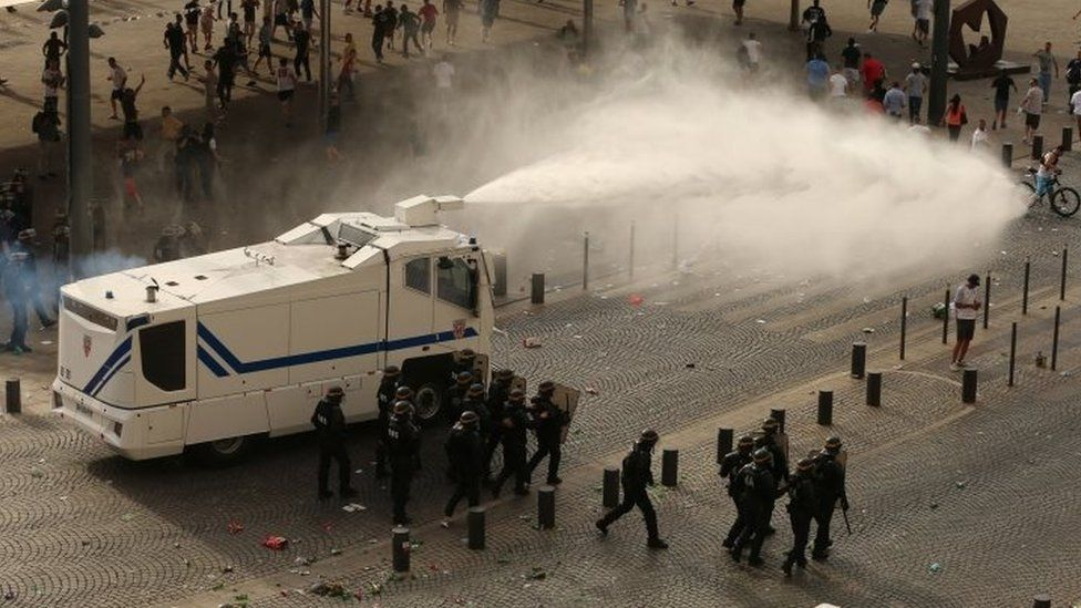 Police use water cannon in Marseille