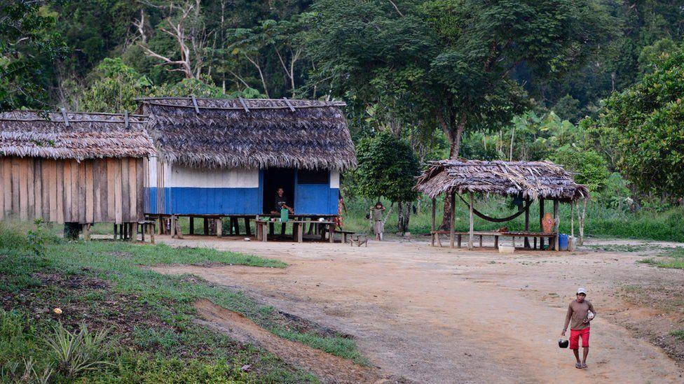 Дома и люди на земле Джамамади, что на юге Амазонки.