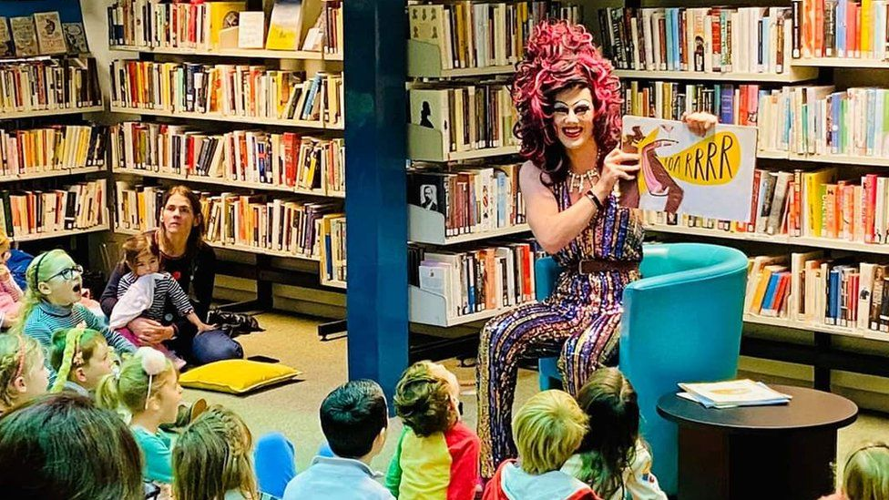 Aida H Dee reading a story to children