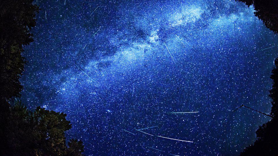 Como assistir a 'chuva de estrelas cadentes' que atingirá a Terra em agosto