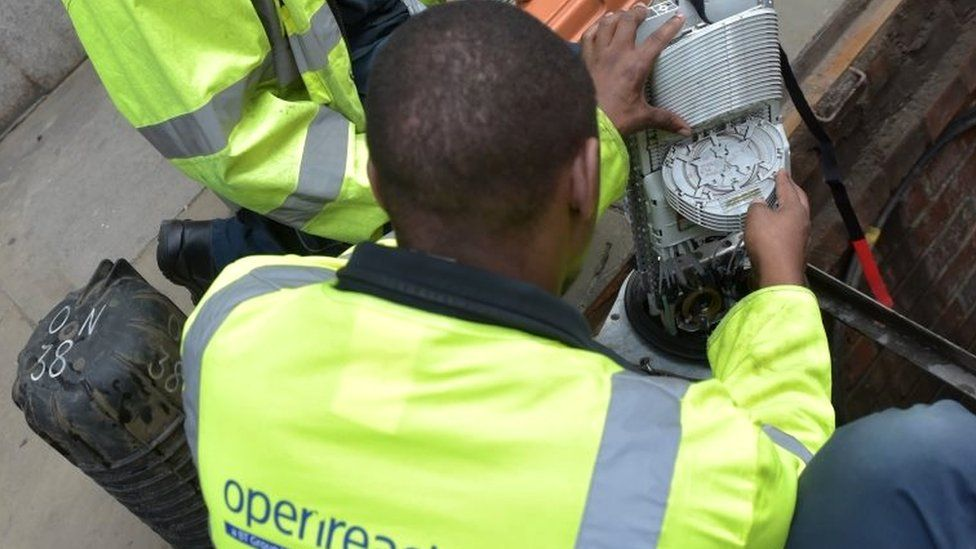Fibre broadband engineer