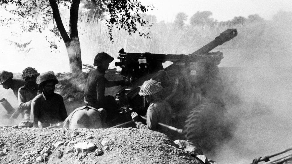 Indian troops fire on Pakistani positions