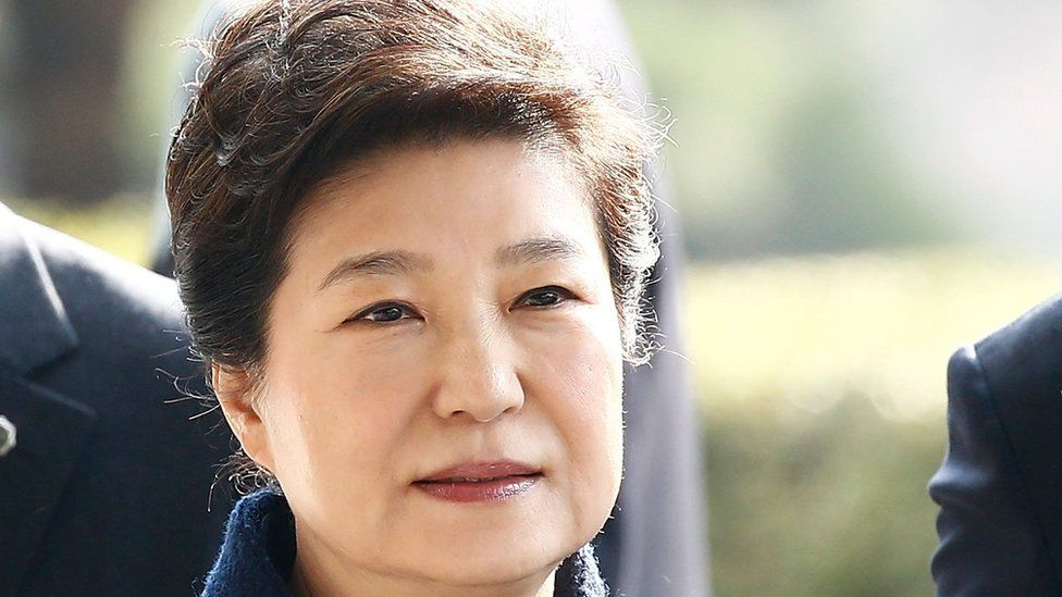 Former President Park Geun-hye arrives at the entrance of the Seoul Central District Prosecutors' Office to undergo prosecution questioning on 21 March 2017 in Seoul, South Korea.
