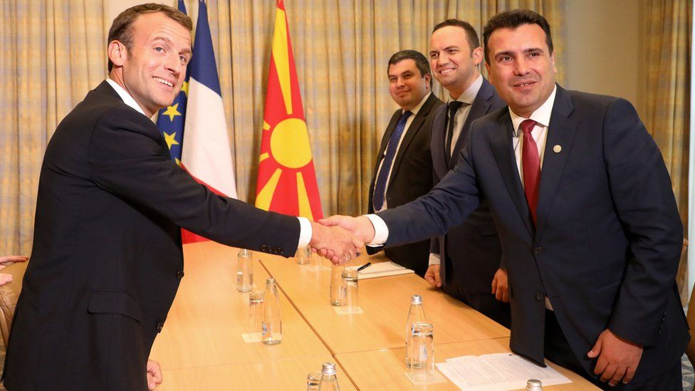 French President Emmanuel Macron (L) shakes hands with Macedonian Prime Minister Zoran Zaev during a meeting in Sofia on May 16, 2018,