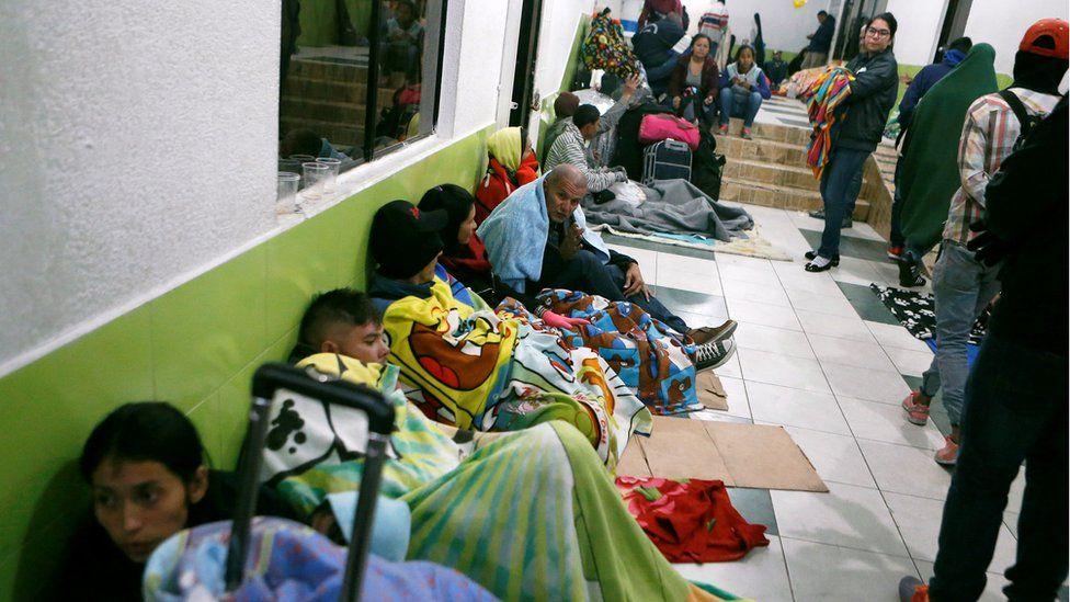 Venezuelan migrants take refuge inside a building at the Rumichaca International Bridge, near Tulcan, Ecuador August 18, 2018.