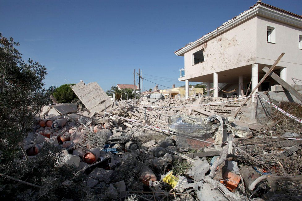 The house that blew up in Alcanar on Wednesday night. Picture shows lots of rubble and many gas canisters