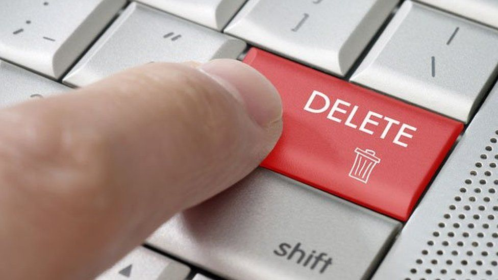 Employee deleting email