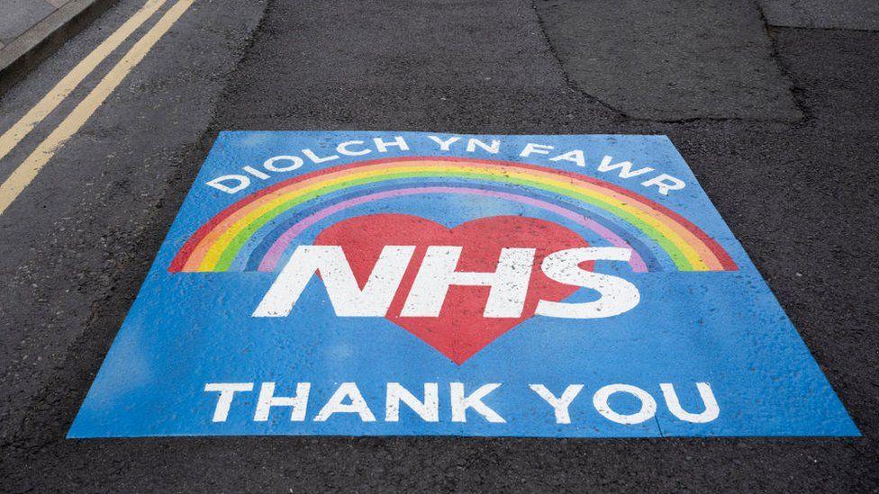 Arwydd yn dweud 'Diolch yn fawr NHS'