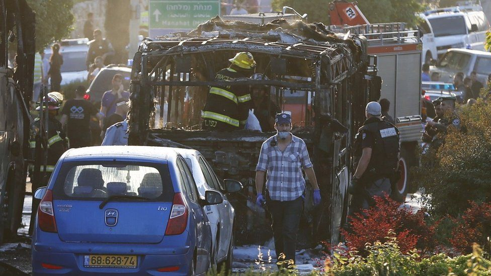 Aftermath of bomb blast on board bus in Jerusalem (18 April 2016)