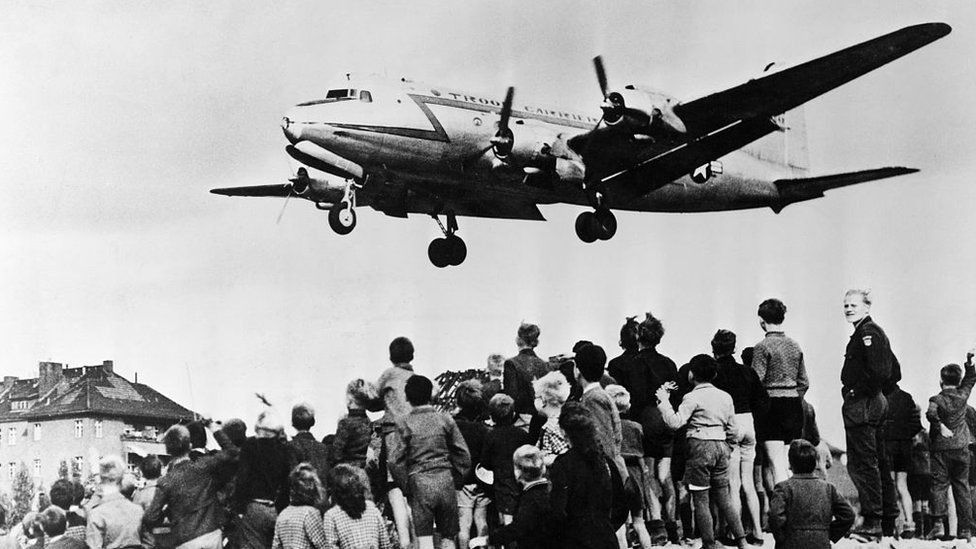 Archive pictures of the Berlin airlift