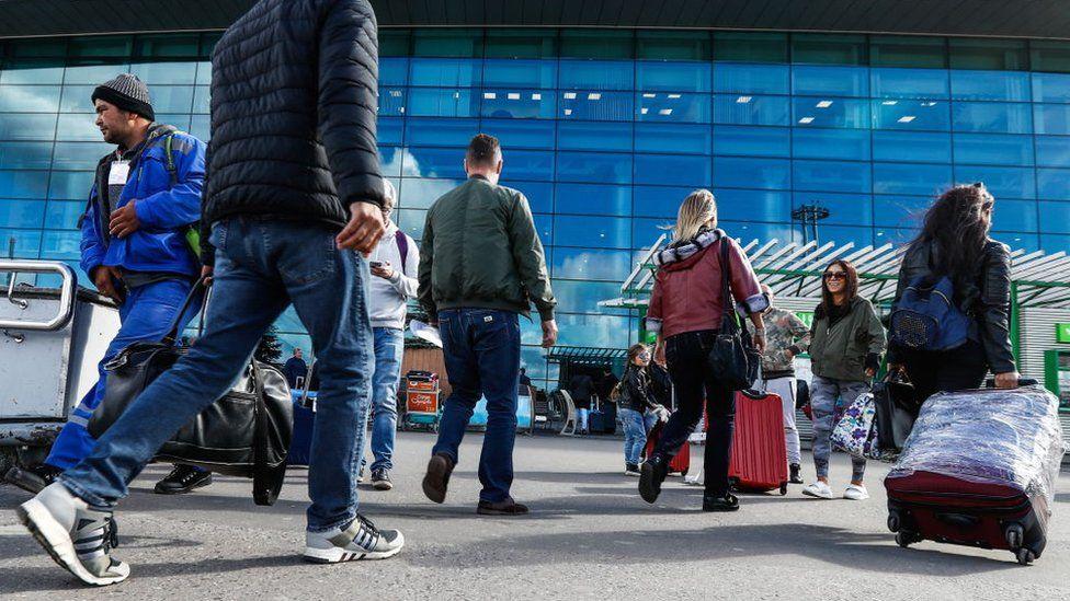 17% россиян заявили о желании уехать из страны. Много это или мало?