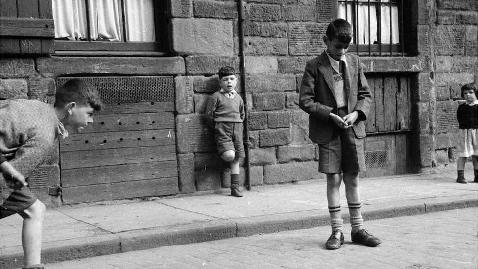 A group of boys playing in a Dundee street in 1955 (not Brian Taylor)