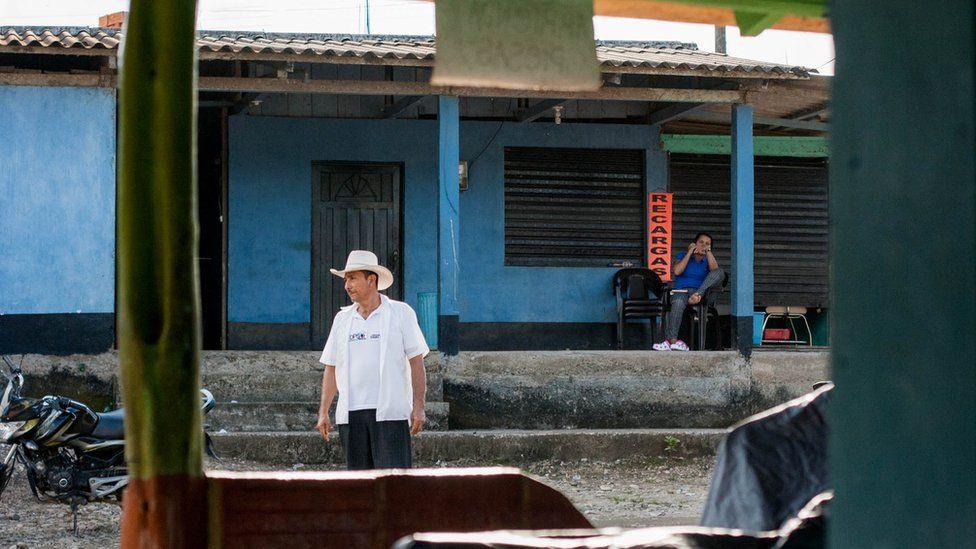 People in La Carmelita
