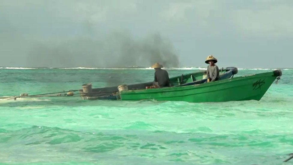 Small boats wreck the reef