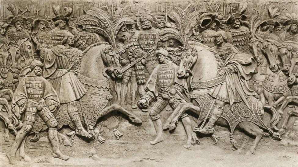 'Reunión de Enrique VIII y Francisco I, en el campo de tela de oro', 1520, (1902). Parte del bajorrelieve central de una serie de cinco que se dice que representan el Camp du Drap d'Or en el patio del Hotel de Bourgtheroulde del siglo XV, Rouen.