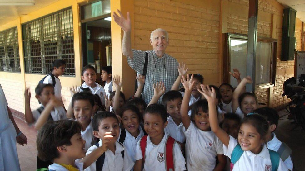 Fernando Cardenal with schoolchildren