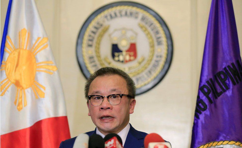 Philippine Supreme Court spokesperson Theodore Te announces the ruling at a press conference at the Supreme Court in metro Manila, Philippines, 19 July 2016.