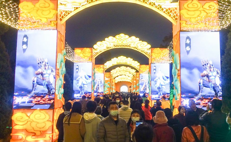 Crowds gather to see the lighting of giants LED lanterns in Chengdu, Sichuan province. Photo: 26 February 2021