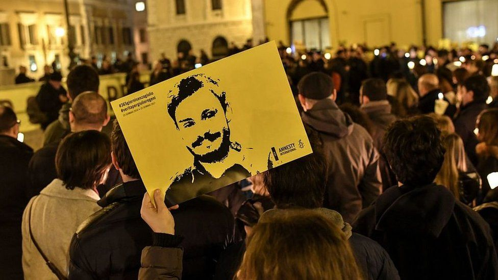 A woman holds a picture of Giulio Regeni at a demonstration in front of the Italian parliament on the first anniversary of his disappearance (25 January 2017)