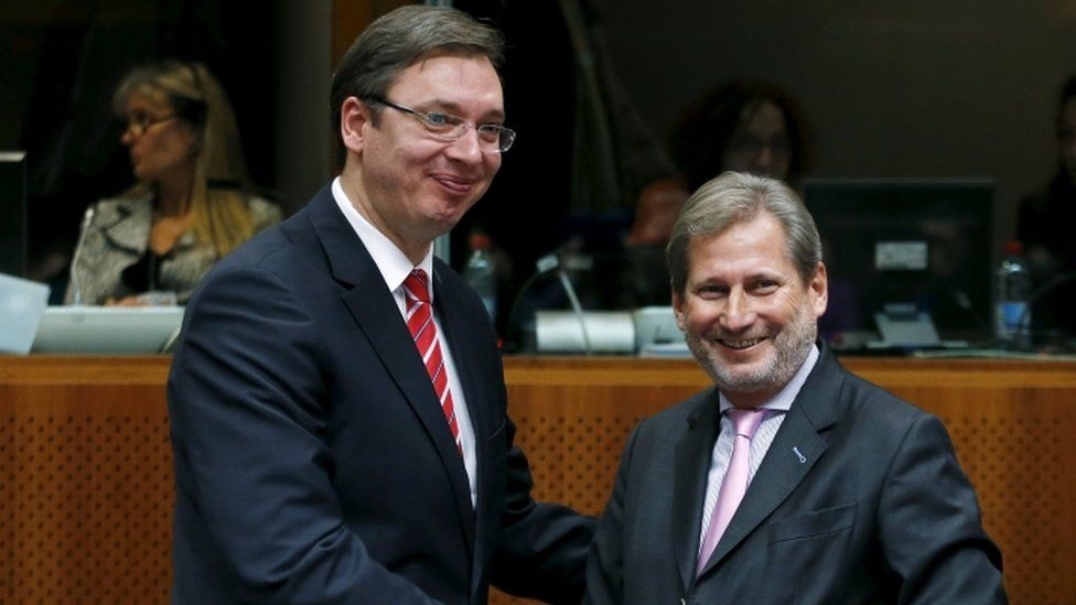 Serbian Prime Minister Aleksandar Vucic poses with European Neighbourhood Policy and Enlargement Negotiations Commissioner Johannes Hahn, 14 Dec