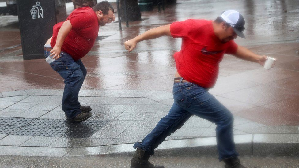 Workers in New Orleans battle winds
