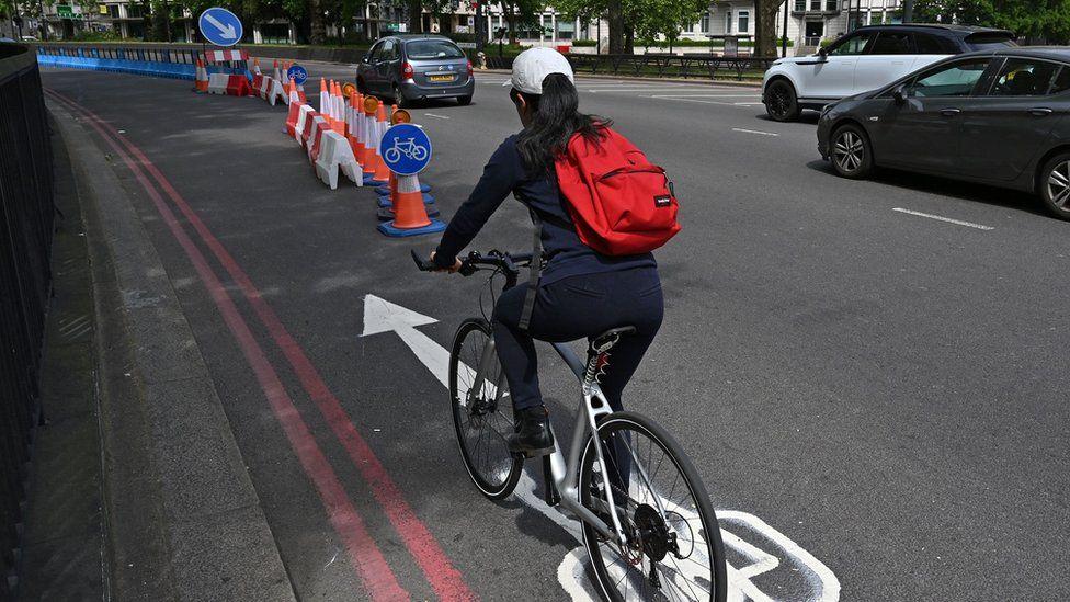 Pop-up cycle lane on Park Lane in London