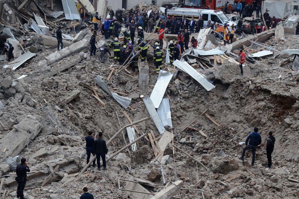 Aftermath of blast in Diyarbakir, 11 Apr 17