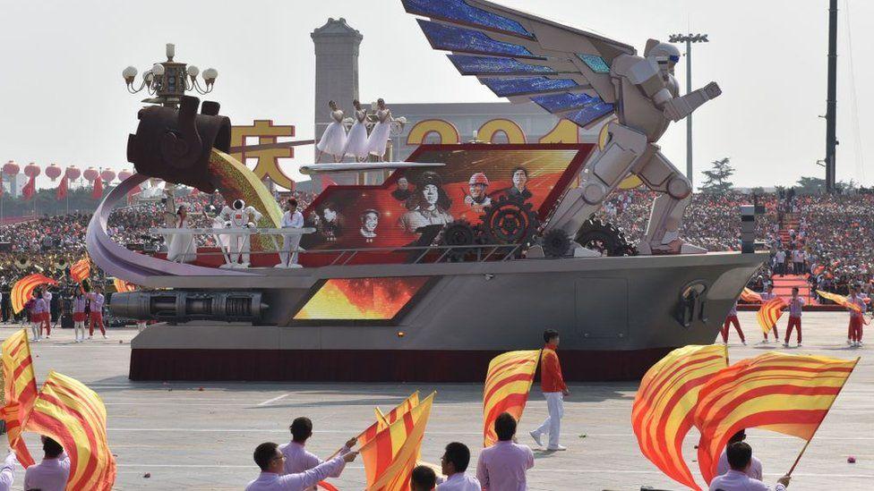 Hi-tech інсталяція на параді в честь 70-річчя КНР