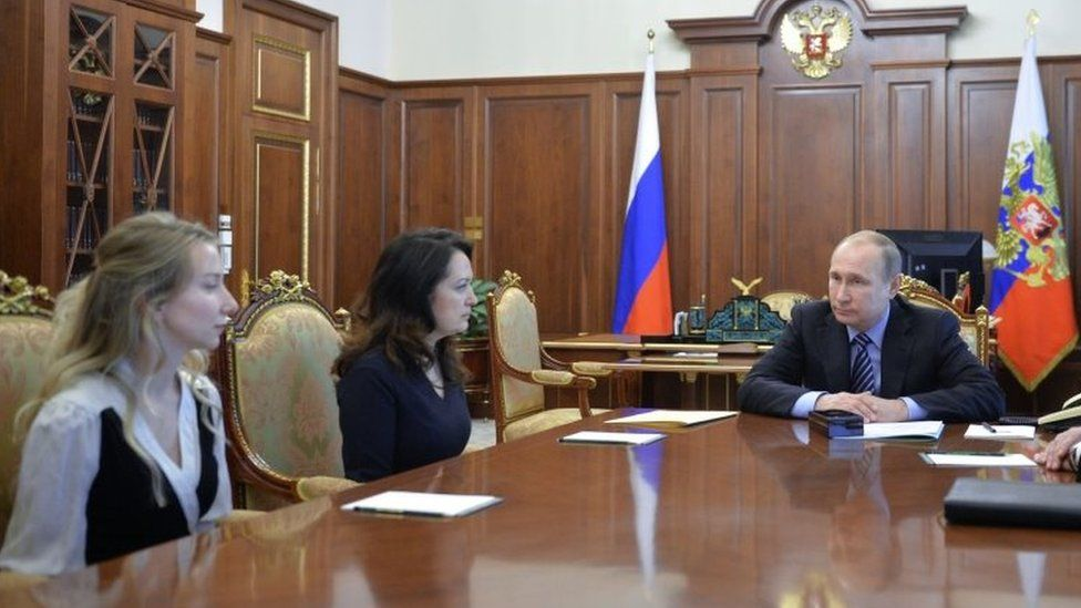 Russian President Vladimir Putin (right) meets relatives of two killed Russian journalists. Photo: 25 May 2016