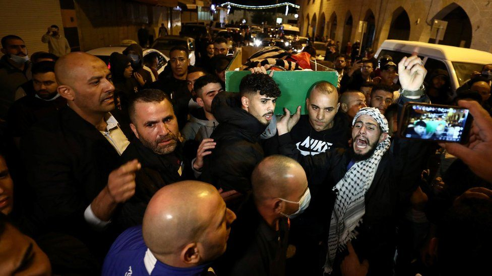 Palestinians carry the coffin of Iyad Halaq, an autistic man who was shot dead by Israeli police (31 May 2020)