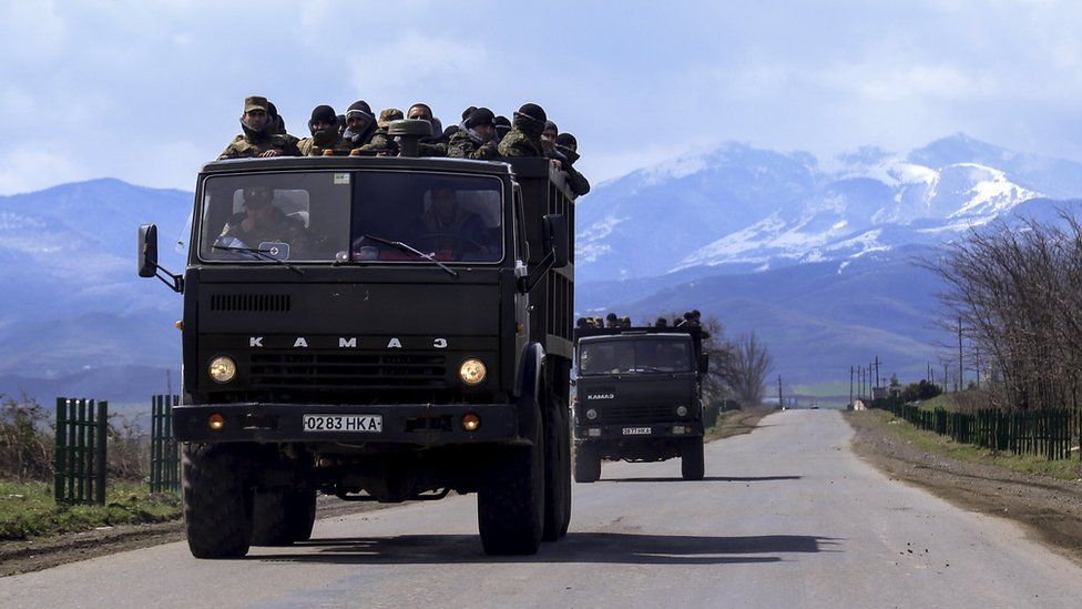 Armenian volunteers travel towards the frontline to join Nagorno-Karabakh forces (4 April 2016)