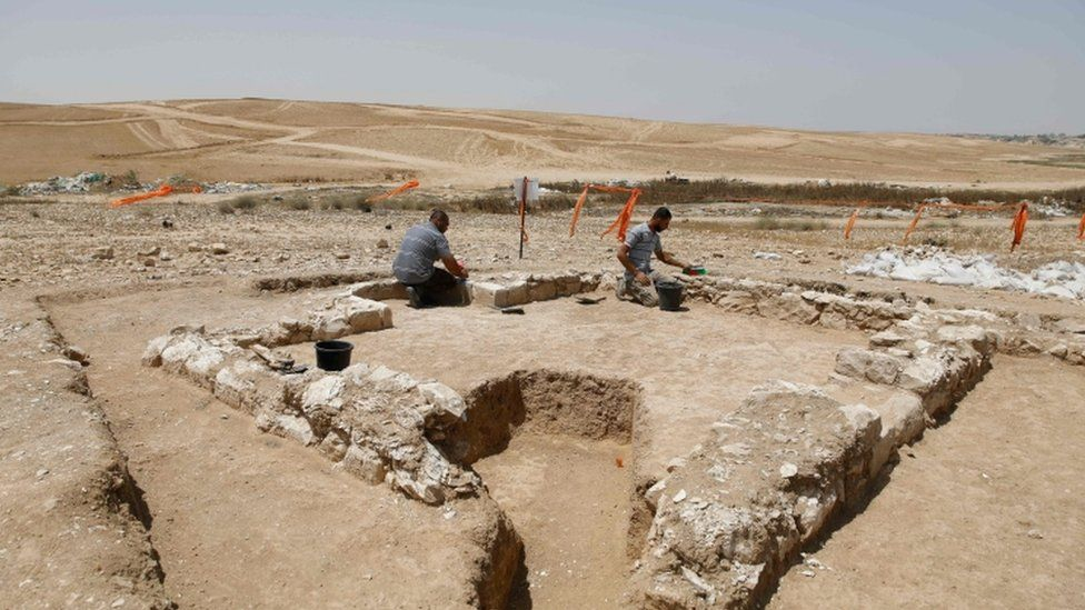 Israel mosque find: Archaeologists unearth 1,200-year-old ruins in desert