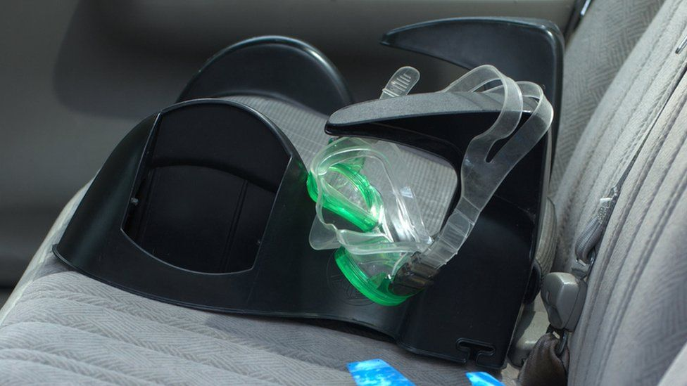 A backless child car seat