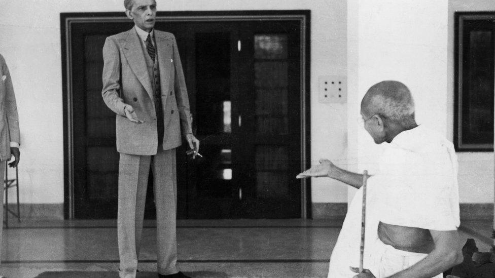 Gandhi leaves the home of Muhammad Ali Jinnah en route to the Viceroy's Lodge in Delhi on 24 November 1939