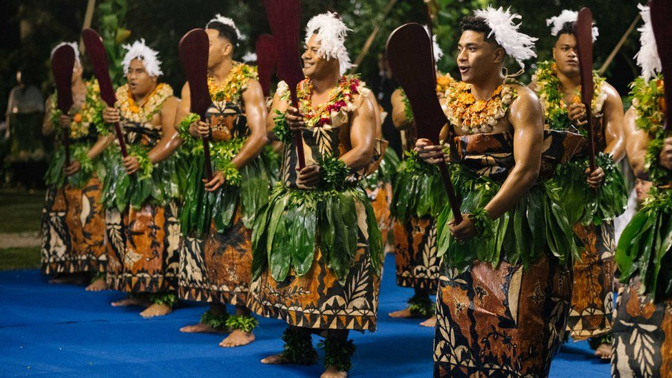 Tongan artists perform for the royal couple
