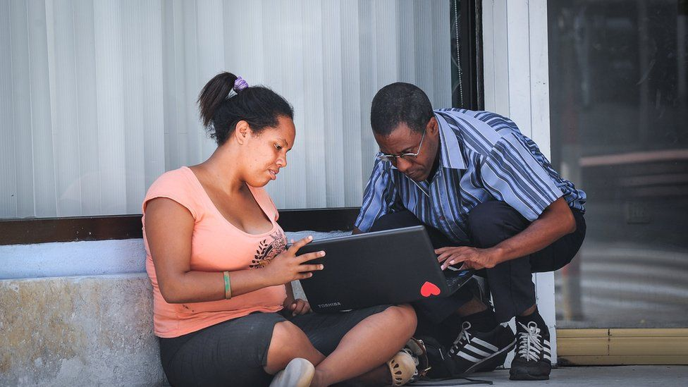 Cubans connect to the internet