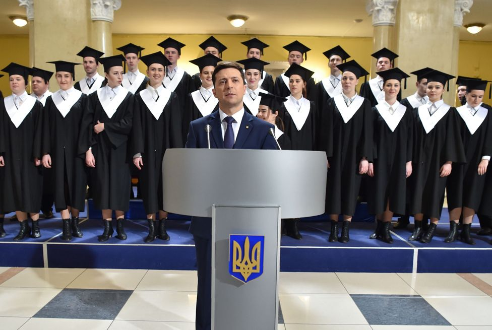 Zelensky shoots a scene for a new series of Servant of the People