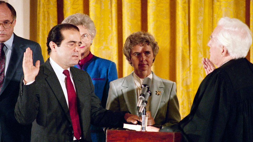 Justice Scalia is sworn in to the high court in 1986