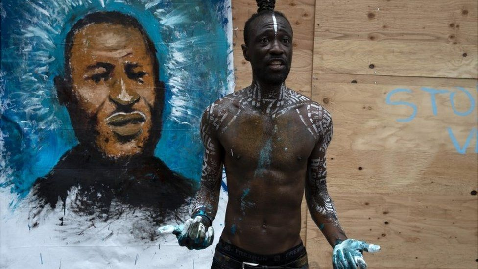 A man paints a portrait of George Floyd on June 2, 2020 in Los Angeles, California